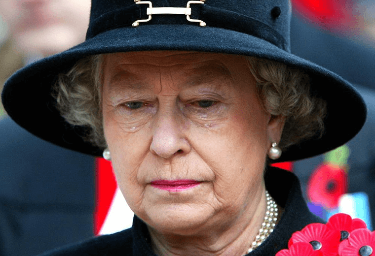 The Queen's public tears at the Annual Field of Remembrance Service