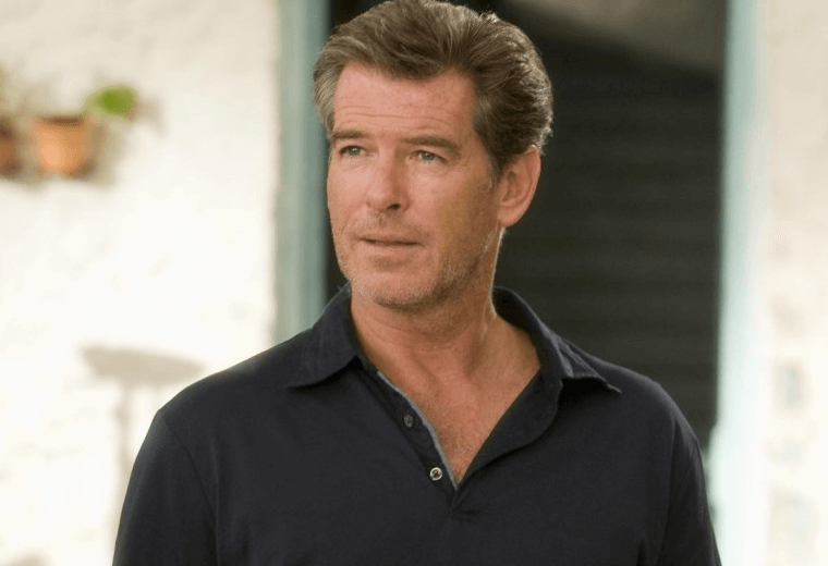 Pierce Brosnan asked to sing, a grave though very amusing error.