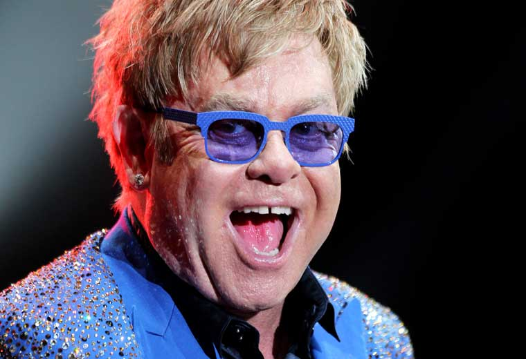 Review: Elton John – Wonderful Crazy Night