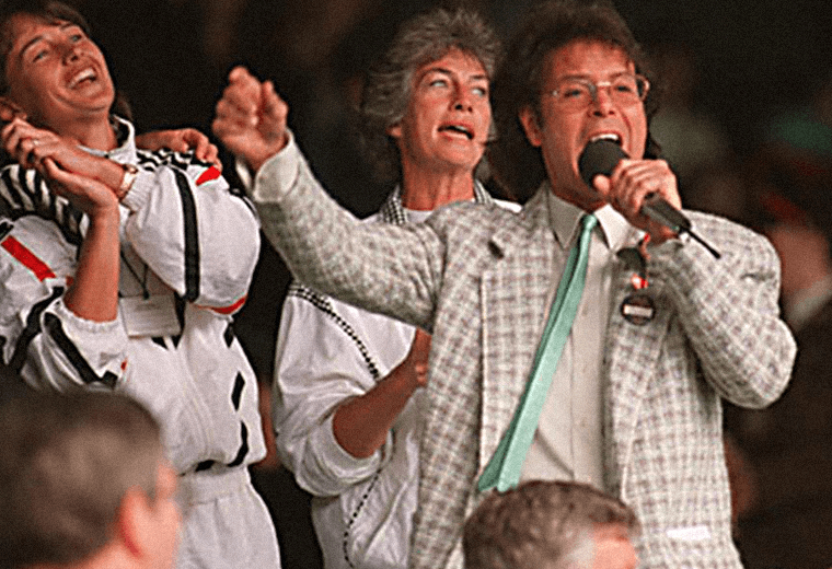 Tennis fans joined Cliff in a sing-along when rain stopped play at Wimbledon in 1993.