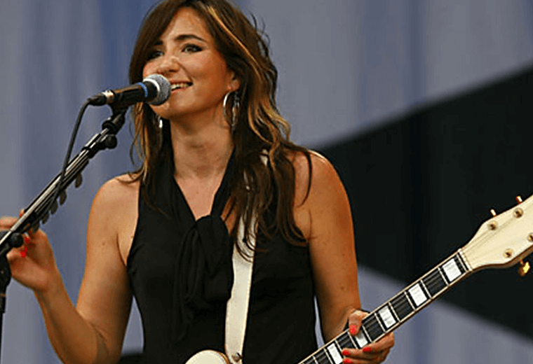 KT Tunstall's coolest pub gig of her career in Ilulissat, Greenland.