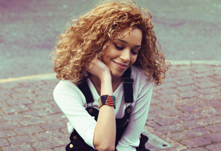 Video: Izzy Bizu – Mad Behaviour