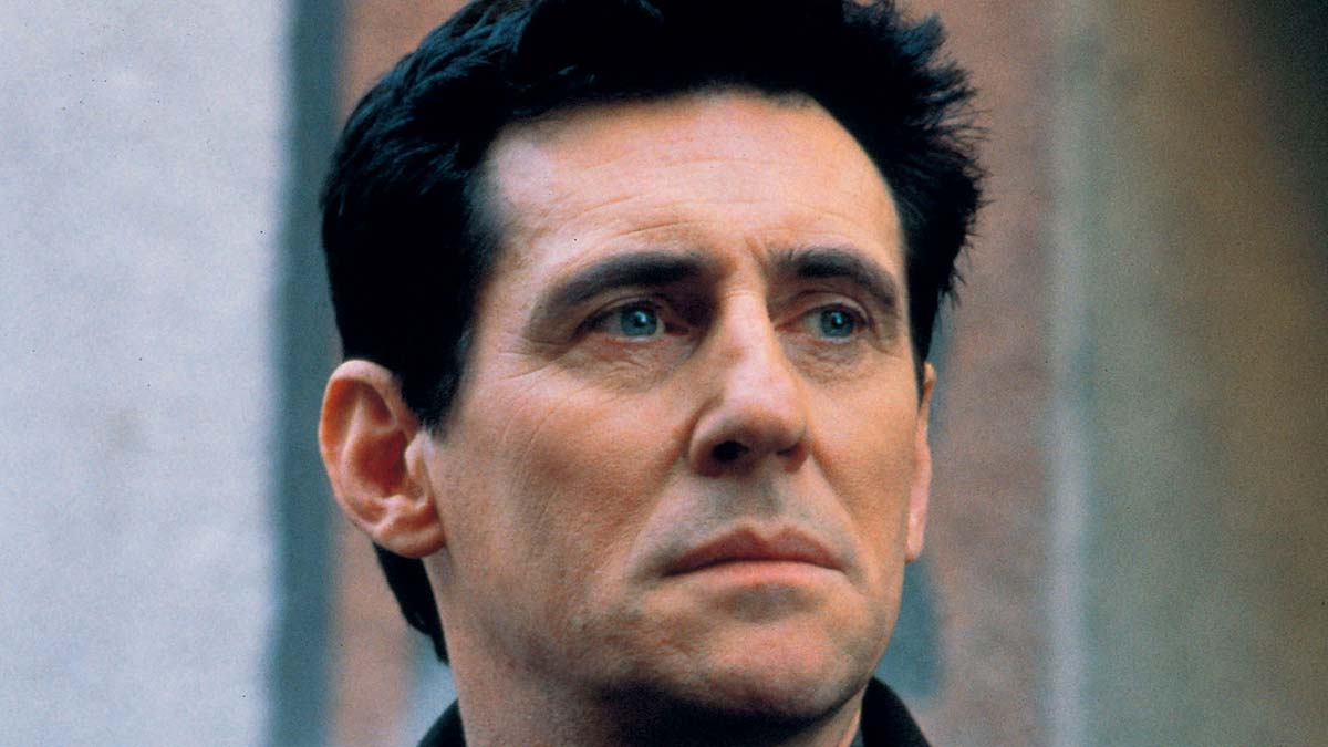 Gabriel Byrne in End Of Days