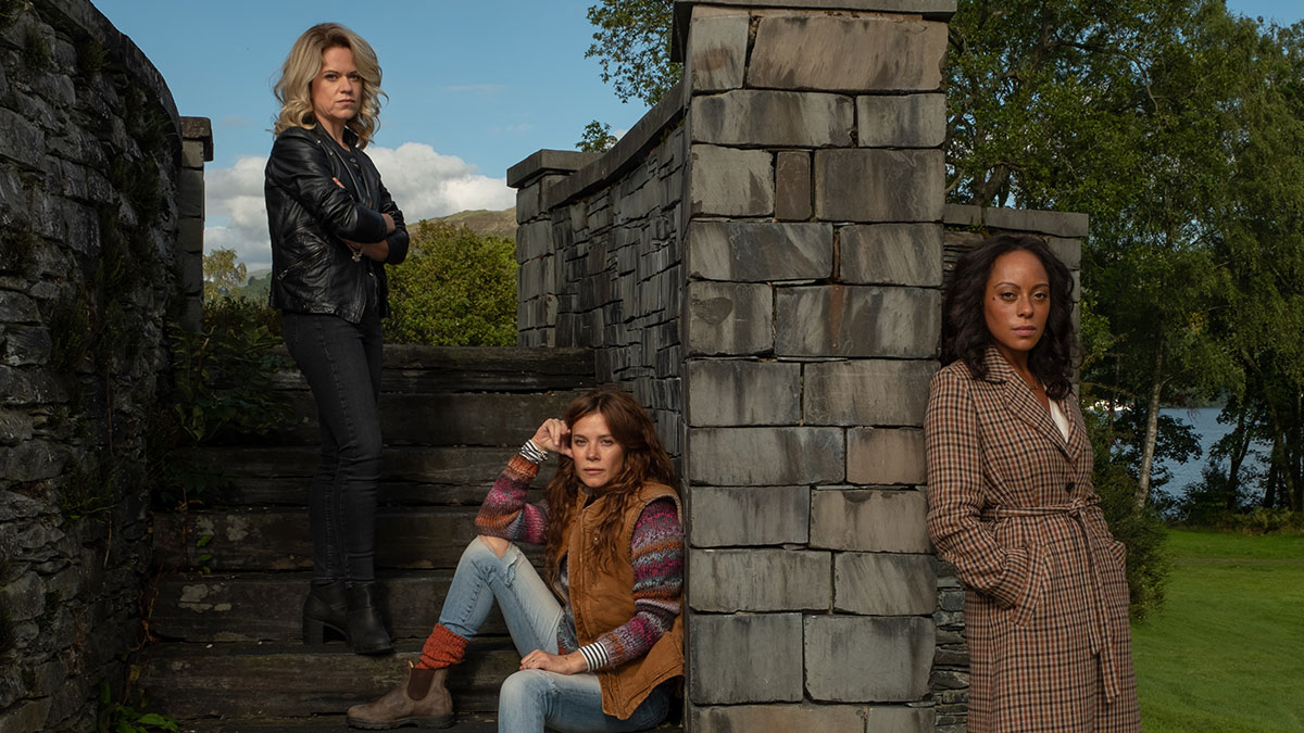 Roz Toovey (Sinéad Keenan), Lisa Kallisto (Anna Friel) and Kate Riverty (Rosalind Eleazar) in Deep Water
