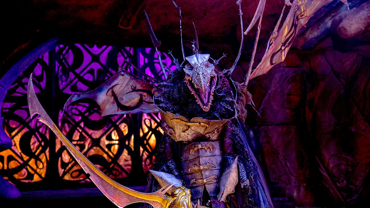 A Skeksis wielding a sword in The Dark Crystal: Age Of Resistance