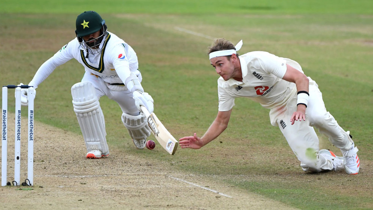 England bowler Stuart Broad playing against Pakistan