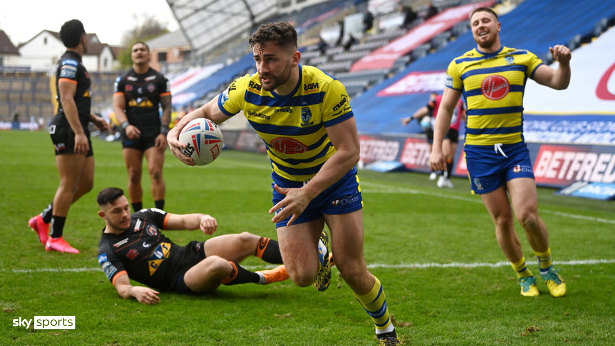 Warrington Wolves score a try
